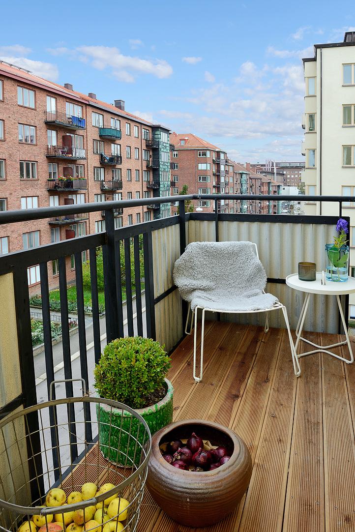 scandinavian apartement balcony