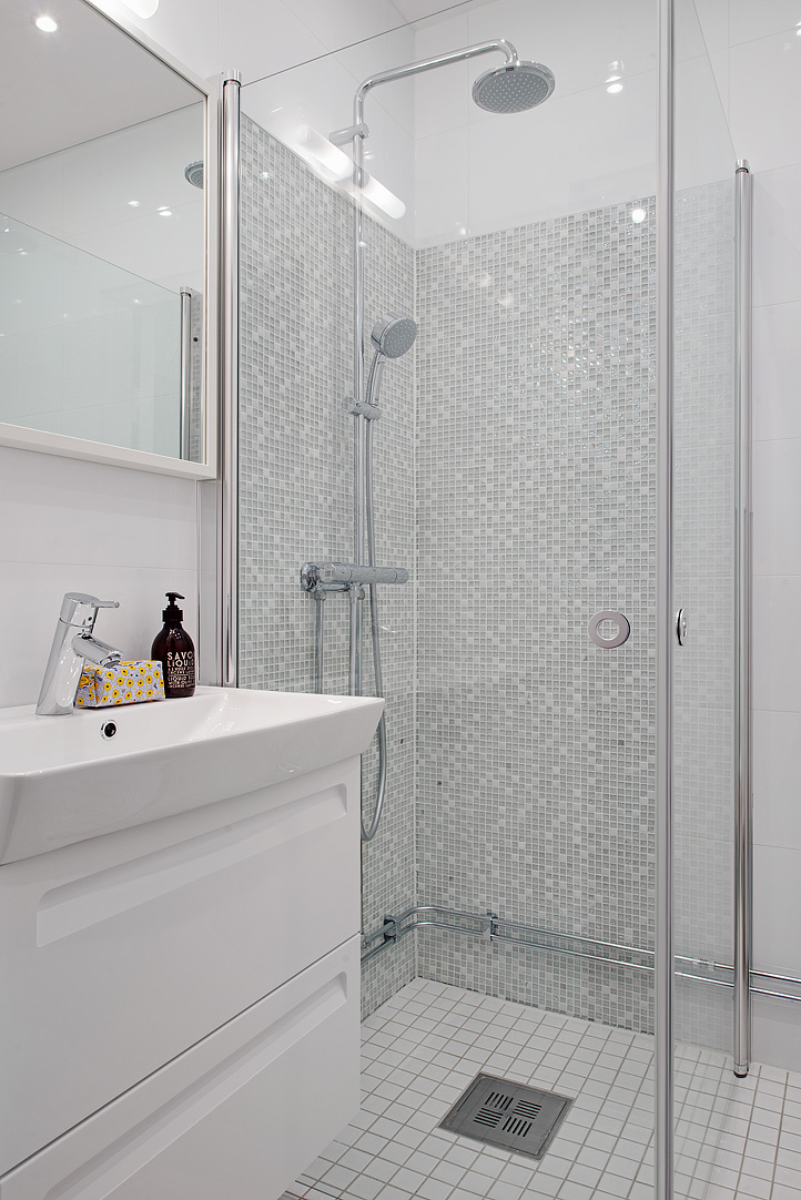 scandinavian apartment bathroom shower misaic tiles