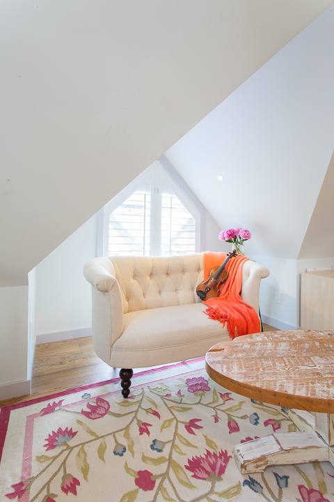 attic-feminine-living-room-