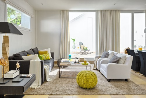 mediterranean_living _room_and_yellow_accents