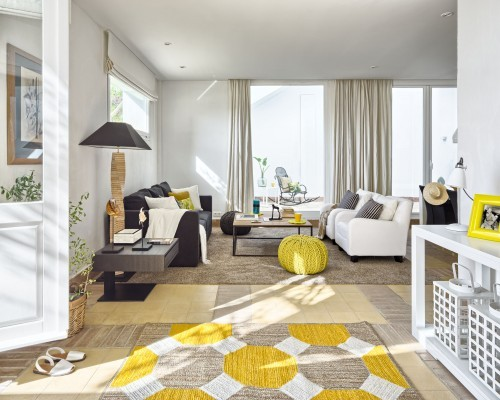 mediterranean_living_room_yellow_pouf_and_avarca_sandals