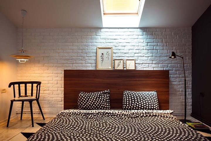 eclectic_scandinavina_bedroom_white_brick_wall_attick_bedroom