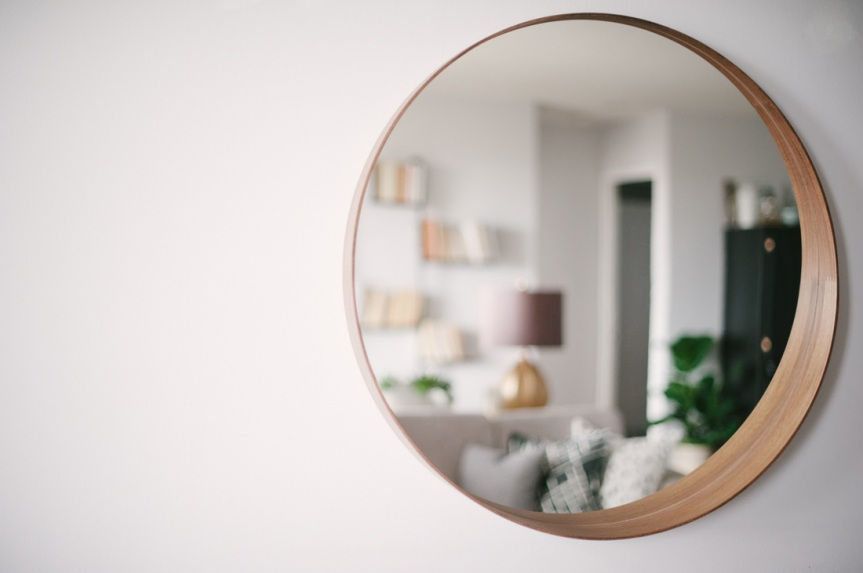 oval_mirror_wood_frame