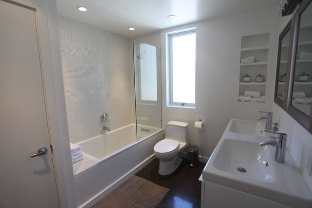 beautiful_contemporary_white_bathroom