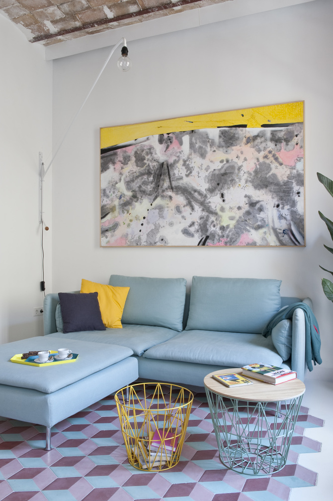 beautiful_Light_bue_sofa_and_yellow_splash