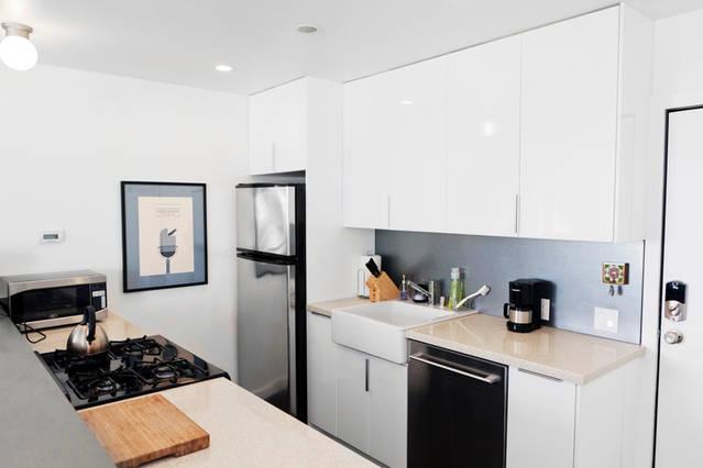 beautiful_white_contemporary_modern_kitchen