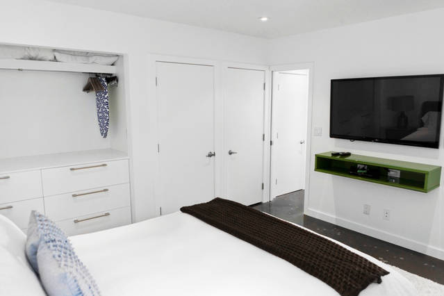 contemporary_bedroom_tv_area