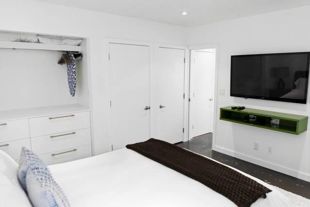 contemporary_bedroom_tv_area