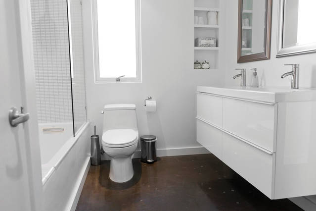 white_bathroom_brown_floor