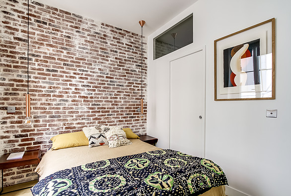 expose_brick_wall_bedroom