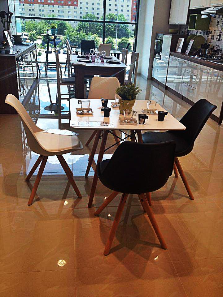 dining cu scaune imitatie eames